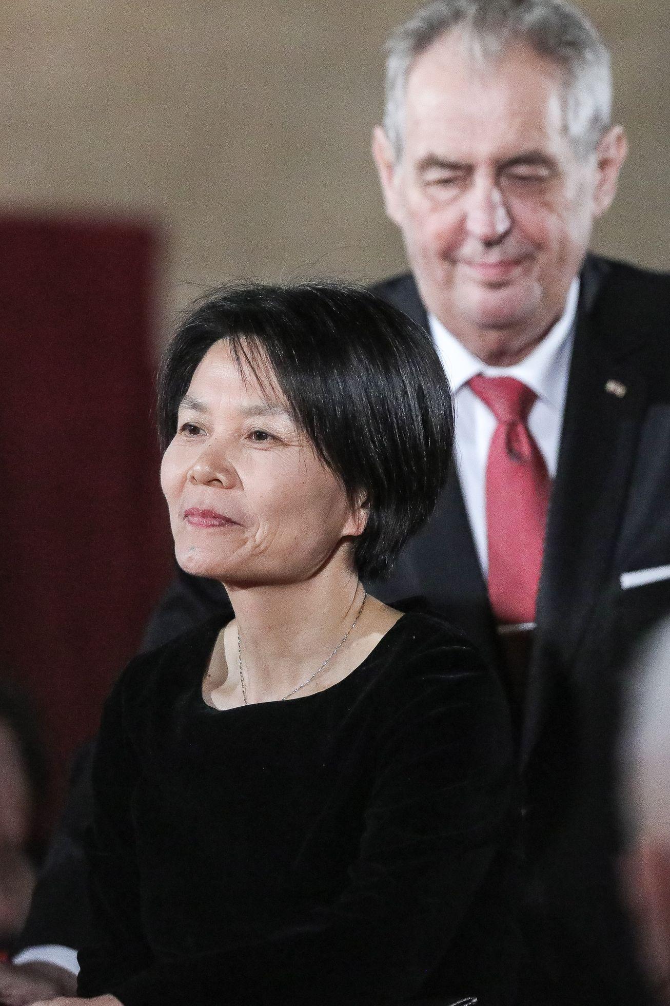 """Za zásluhy o stát voblasti výchovy"" obdržela medaili čínská bohemistka Sü Wej-ču."