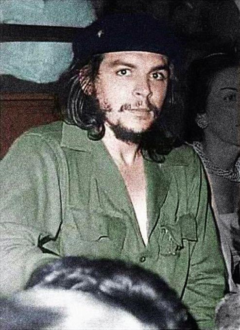 """Che Guevara po úspěšné revoluci na Kubě vystřídal několik funkcí. K místu šéfa Národní banky se údajně dostal jako slepý k houslím. Poté co Fidel na jedné schůzi kabinetu oznámil, že vyhodil šéfa banky, optal se: """"Je tu někdo ekonom?"""" A Ernesto se přihlásil."""