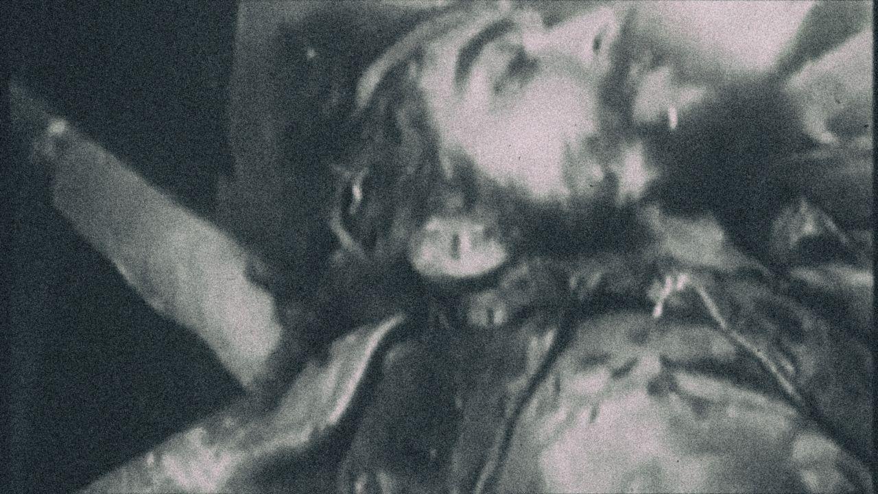 Před 52 lety, 9. října 1967, nařídil bolivijský prezident René Barrientos Che Guevaru popravit. Chtěl se vyhnout divadlu u soudu i možnému útěku. Revolucionář měl být popraven způsobem, který by naznačoval, že zemřel v boji. Ilustrační záběr z filmu Che Guevara z roku 2008.