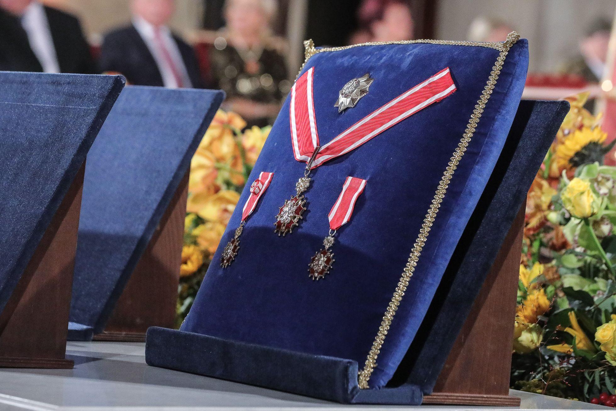 Tato vyznamenání se dnes budou rozdávat. Celkem 42 lidí si připne medaili.
