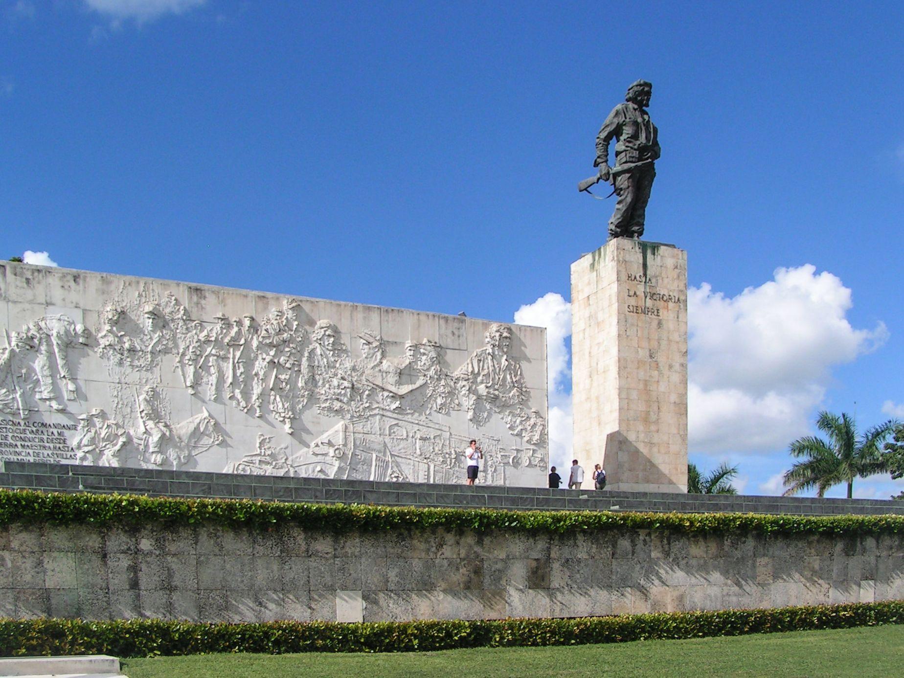 Památník Che Guevary v Santa Claře na Kubě, snímek z roku 2003.