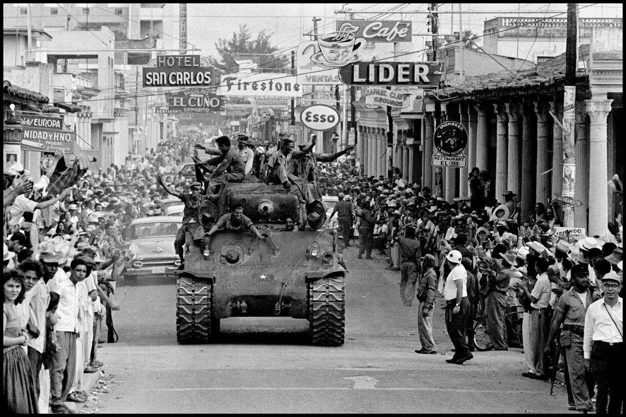 Kubánský lídr Fulgencio Batista podporovaný Američany prchl. Che Guevara se s prvními rebely vydal vítězně do Havany (ilustrační záběr).