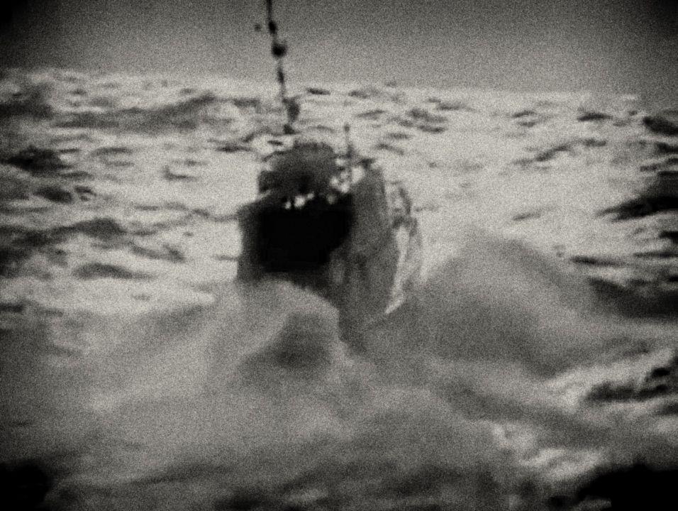 Na vratké lodi menšího typu ti nejradikálnější z nich dopluli na Kubu s cílem svrhnout nenáviděný Batistův režim. Motorová jachta nesoucí jméno Babička měřila na délku méně než 20 metrů.
