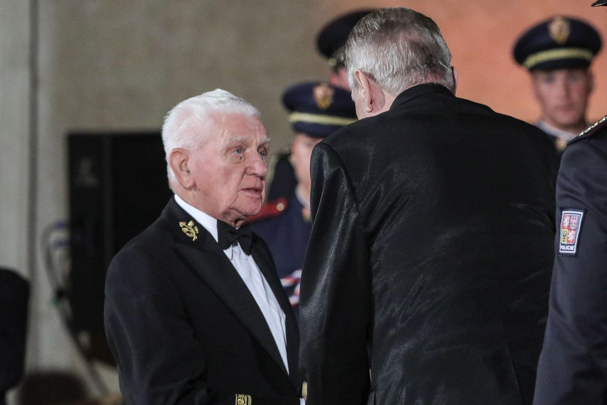 První medaili obdržel in memoriam Jan Antonín Baťa, druhou pak už zmiňovaný válečný hrdina Boček.