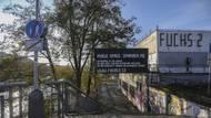 """Ale hlavně... """"Ještě letos chceme na místě strženého hokejového stadionu vybudovat sportovní centrum zaměřené zejména na cyklisty a lehce adrenalinové sporty,"""" řekla pražská radní Aleksandra Udženija (ODS) v roce 2012."""