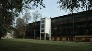 Úvod patří legendárnímu stadionu, který dnes už existuje pouze na fotografiích: Zimnímu stadionu Štvanice.