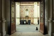 V roce 1924 zakoupili dům židovští obchodníci s vínem Eugen a Elsa Teltscherovi z Mikulova. Manželé se usídlili v přízemí dvojdomu s číslem popisným 46, kde je dnes mateřská škola.