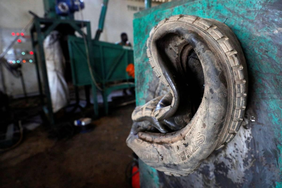 V nejlidnatějším státě Afriky je však podle agenturyReutersvelký zájem i o další zboží vyrobené ze starých gum.