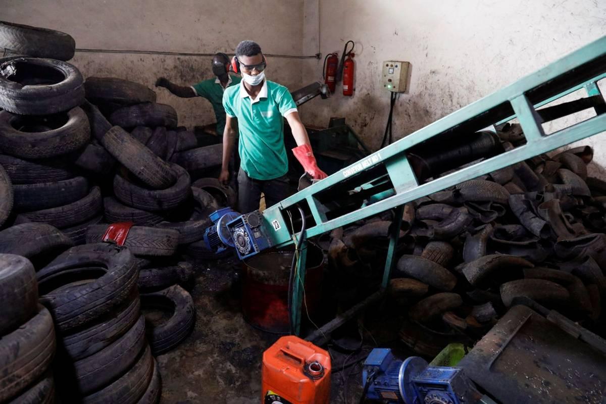 Likvidace odpadu v Nigérii je přinejmenším nerovnoměrná, píšeReuters.