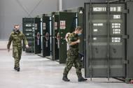 """""""Většinu materiálu již máme na místě a dodávky chodí zcela podle plánu. Nepochybuji, že termín dodržíme,"""" řekl plukovník Ladislav Šlechta."""