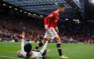 Portugalec měl štěstí, že za svůj nesportovní výlev obdržel od rozhodčího Anthonyho Taylora pouze žlutou kartu.