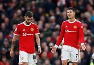 Bezmocní a bezzubí. Portugalská esa Bruno Fernandes a Cristiano Ronaldo. Druhý jmenovaný dal sice ve druhé půli korigující branku, tu ale odvolalo video kvůli ofsajdu.