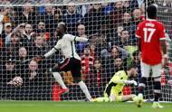 Naby Keita přitom skóre celého zápasu otevřel. Po nezištné nabídce od Salaha sám před brankářem Davidem de Geou nezaváhal.