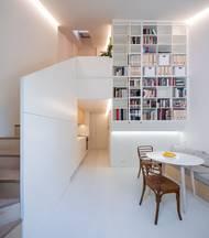 Architekti museli už hotový návrh přizpůsobit potřebám rodině, ale zároveň zůstat u idey bytů pro více rodin, která dá v budoucnu majiteli možnost prostor pronajmout anebo využít k vícegeneračnímu bydlení.