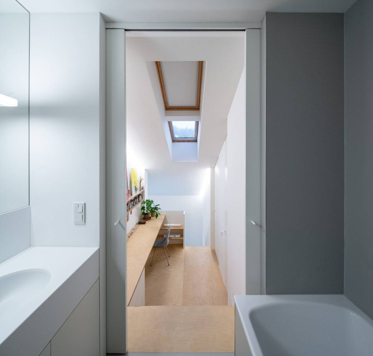 Ve zbytku druhého patra se skrývá koupelna...