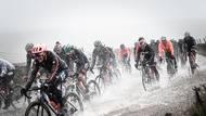 Cyklisté při mistrovství světa v silniční cyklistice v anglickém Yorkshiru, které poznamenalo mimořádně špatné počasí a hlavní závod musel být kvůli zaplaveným silnicím zkrácen. (Canon EOS 1DX, EF 24-70 2,8 USM L II, 1/25000 s, f/3,5, ISO 1000)