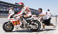 V ročníku 2011 dostal SImoncelli, na rozdíl od týmového kolegy Hirošiho Aojamy, od Hondy tovární motocykl.