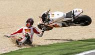 V Estorilu stál na startu druhý, ale spadl v první zatáčce.