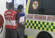 Jezdec byl v bezvědomí a s těžkými zraněními odvezen do lékařského centra v areálu malajsijského okruhu.