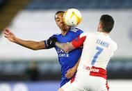 Youri Tielemans a Nicolae Stanciu v odvetě 2. kola Evropské ligy Leicester - Slavia