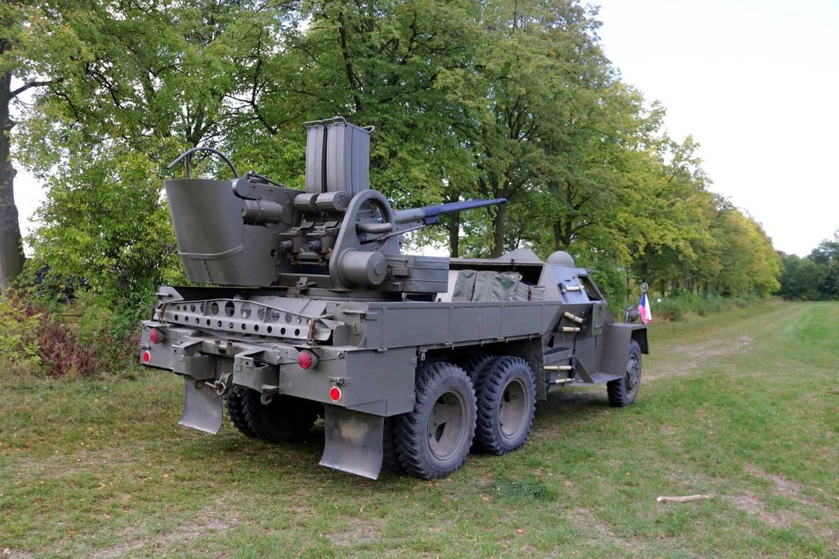Ve skanzenu vás provezou pancéřovanou Pragou V3S PLDvK, zbraní používanou Československou lidovou armádou.