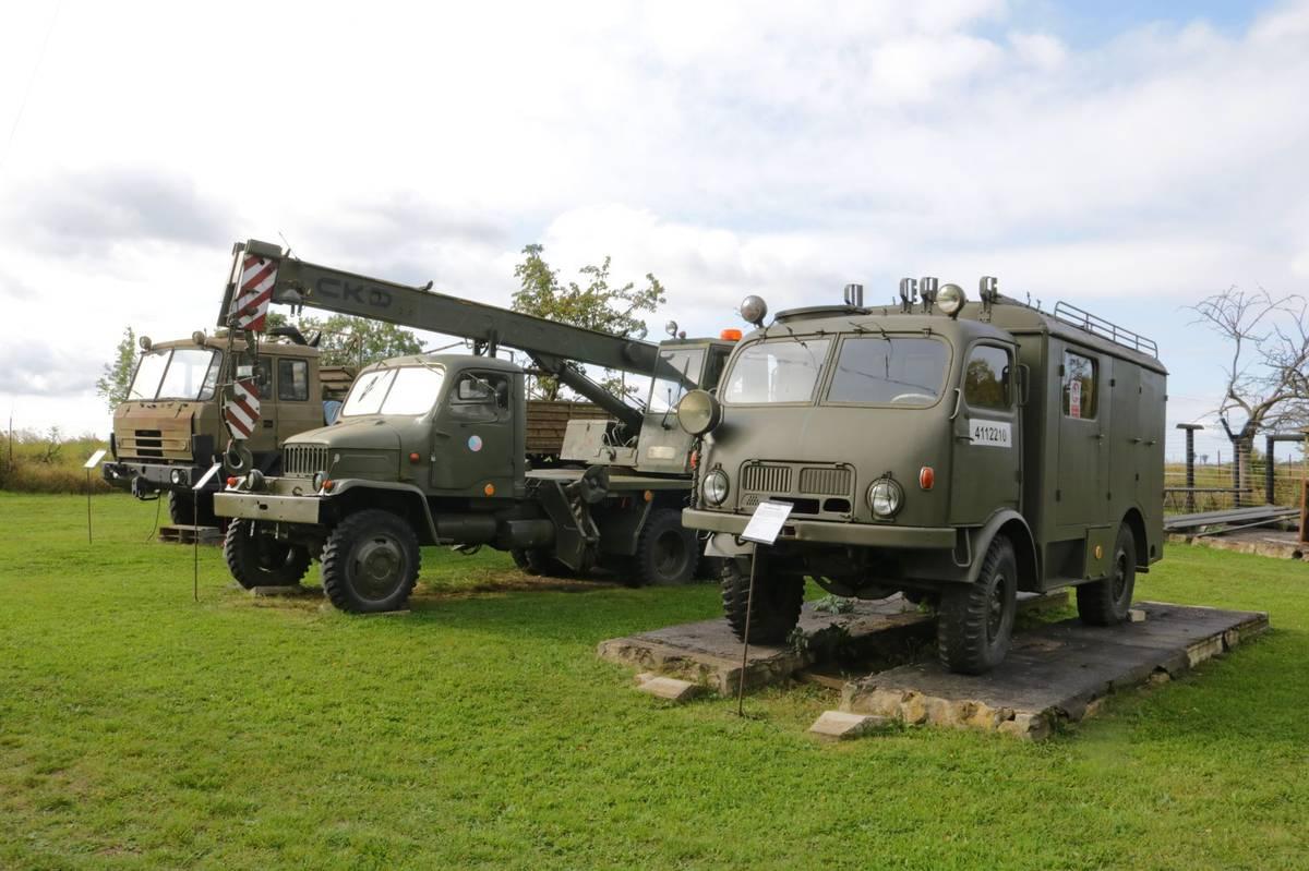 DVS-8 na podvozku Tatry 805, vůz určený k hasičským zásahům.