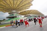 Po Velké ceně Malajsie formule roku 2012 se v 11. zatáčce poklonili jezdcově památce piloti Ferrari Fernando Alonso a Felipe Massa i další členové stáje Ferrari.