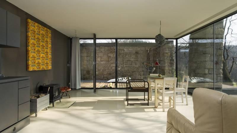 Galerie: Dům uprostřed starých zdí