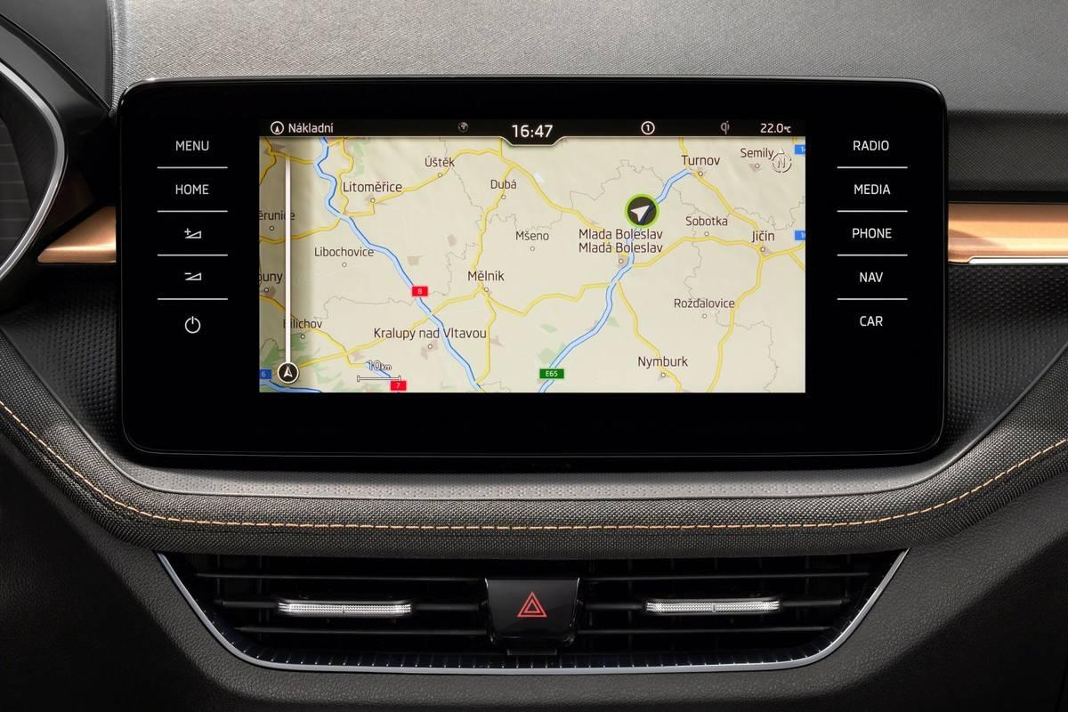 Má dopravní zpravodajství díky on-line připojení s kartou eSIM.
