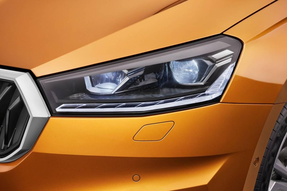 Matrix světlomety jako ve Volkswagenu Polo ale nečekejte, vyšší verze má jen jinou grafiku světel a diody nejsou v parabolách, ale za čočkami.