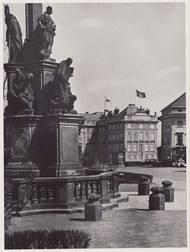 Nad Pražským hradem zavlála vlajka s hákovým křížem.