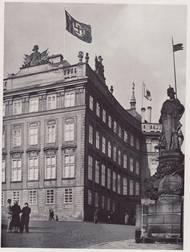 Nad Pražským hradem po okupaci v březnu 1939 zavlála vlajka s hákovým křížem.