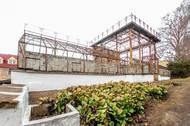 Bývalá secesní oranžerie je dnes ale v havarijním stavu, zbyly z ní jen základní konstrukce.