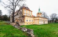 Zámek stojí v obci Liběšice v Ústeckém kraji. K areálu patří řada pozemků a památkově chráněný skleník.