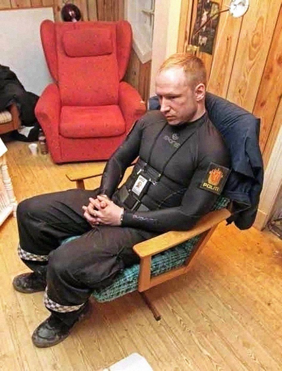 """""""Dnes zemřete, marxisti,"""" křičel Breivik podle svědků na své oběti."""