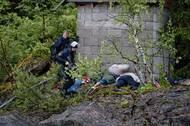 """Ihned po útoku média začala spekulovat, že se jednalo o islámský terorismus. Norskou společnost šokovalo, když se dozvěděla, že útok provedl """"jeden z nich"""", jak o tehdy 32letém Breivikovi novináři psali."""