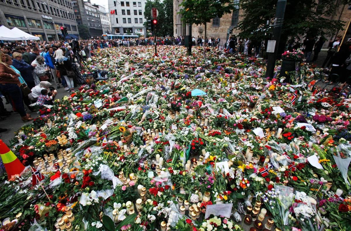 Den útoku je dodnes v Norsku znám pod označením 22. juli. Protože na tábor přijely děti z celé země, podle některých zdrojů zná každý čtvrtý Nor někoho, kdo vraždění přežil nebo se stal jeho obětí. Na snímku je pietní místo v Oslu.