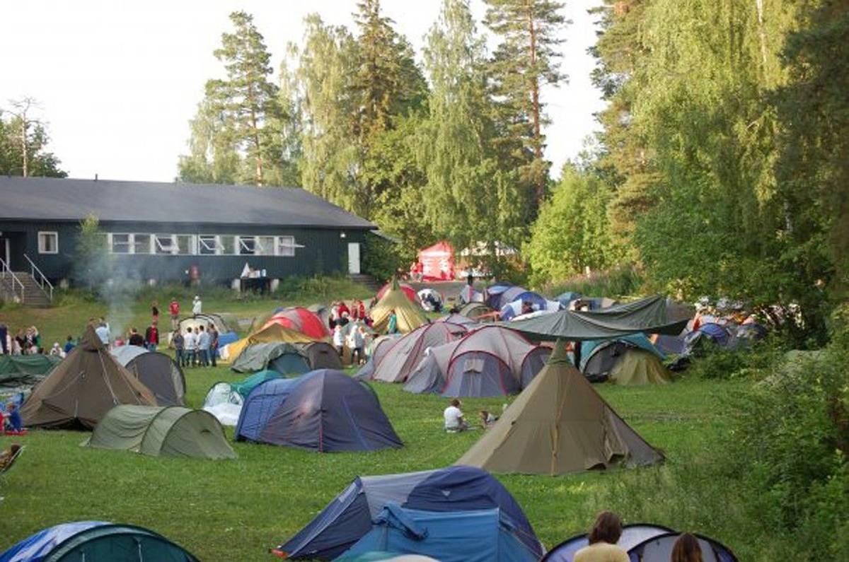Jako každoročně se tam konal letní tábor pořádaný mládežnickou organizací sociálnědemokratické Strany práce.