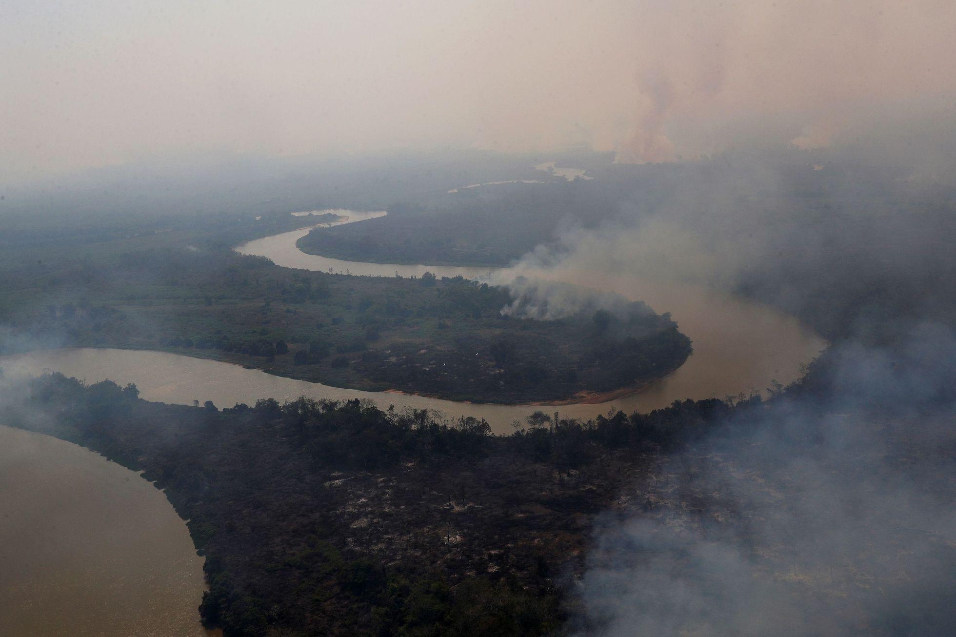 Pantanal je mokřad, tedy z podstaty velmi vlhká oblast. Během období dešťů, které trvá zhruba od listopadu do dubna, ho zaplaví voda z řek.