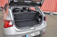 Líbí se nám možnost zasunout kryt kufru do kolejnic za zadními opěradly.