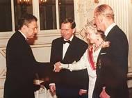 Při svém slavném triumfu na Wimbledonu britskou královnu nepotkal, v Londýně mu tehdy gratuloval mu vévoda z Kentu. S Alžbětou II. se nakonec ale setkal při její návštěvě v Praze v roce 1996.