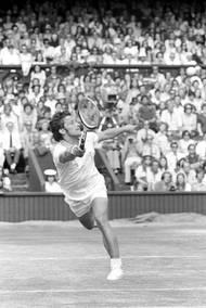 Navíc tady byl Wimbledon 1973. Na travnatém povrchu, který z mládí vůbec neznal, měl Kodeš dlouho problémy. V tomto ročníku ale přišla velká šance, kvůli neshodám mezi čerstvě vznikou organizací ATP a Mezinárodní federací ITF se z turnaje odhlásilo 81 hráčů včetně favoritů typu Smithe, Newcomba, Asheho nebo Rosewalla. Kodeš se stal nasazenou dvojkou a v Londýně si došel pro tenisovou nesmrtelnost.