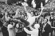 Štvanice na nohou, Kodeš za hrdinu. V rozhodující dvouhře porazil Tonyho Rocheho a Československo poprvé v historii postoupilo do finále. Ve Stockholmu ale výběr kolem Kodeše podlehl těsně 2:3 a zůstal těsně pod vrcholem. Všechny tři body zajistil Švédům ikonický Björn Borg.