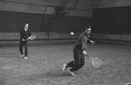 Opět Kodeš s Javorským, v roce 1967 při tréninku na krytých dvorcích na Klamovce. Nadějný a poctivý tenista, který se nevzdával za žádného stavu, začal pravidelně vyhrávat národní mistrovství jak v singlu, tak v deblu. Největší úspěchy kariéry na grandslamových turnajích už se pomalu blížily.