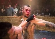 Popularita bitek, v nichž proti sobě stojí dva soupeři bez rukavic a které v Rusku pořádá organizace Top Dog, prudce roste.
