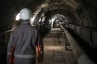 A kromě toho je pod zemí je i necelých 22 metrů vysoká komora transformátorů.