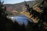 Její komplex je z ekologických důvodů celý, kromě vodních ploch, schovaný uvnitř hory Mravenečník.