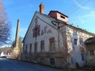 Herec Luděk Munzar se v roce 1933 narodil v obci Nová Včelnice v jižních Čechách. K tamnímu zámeckému areálu z 19. století patřil i Havelkův mlýn, který měli pronajatý jeho rodiče.