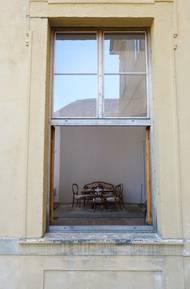 Okny přitom hosté mohli stále sledovat, co se dělo uvnitř.