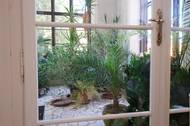 ... zimní zahradou a průchodem do exteriéru.